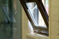 Окно в ванной комнате в модульном доме Smart 40
