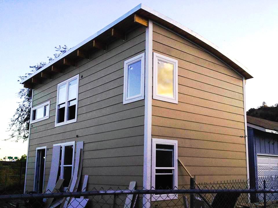 Двухэтажный сборный дом